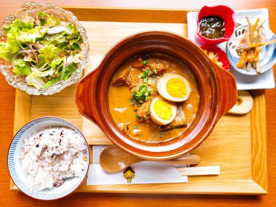 メルモのおやつ 日替わり ランチ 豚軟骨味噌煮込み 仁多米 雑穀米