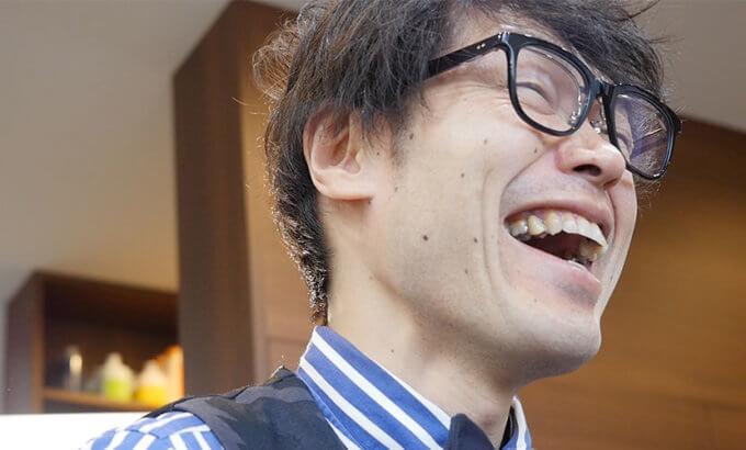 インタビューに応じる田中氏