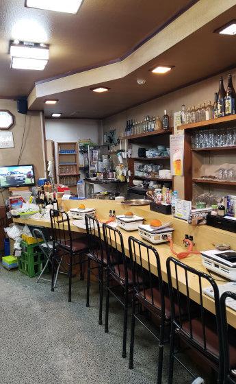 炭焼き通り 松江 焼肉 店内 カウンター