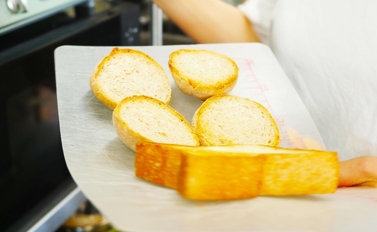 ブラウニーの自家製パン