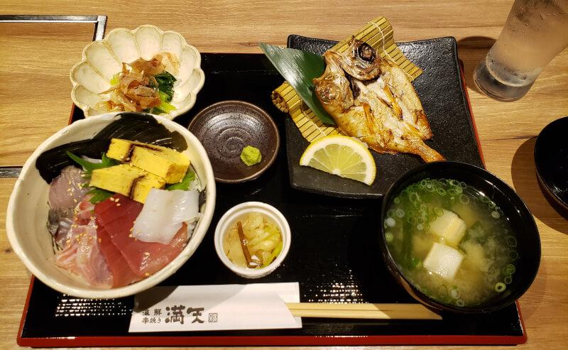 松江市寺町の海鮮串焼き満天の海鮮丼定食