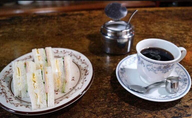 松江市にある喫茶店セイユウのモーニングのサンドイッチ