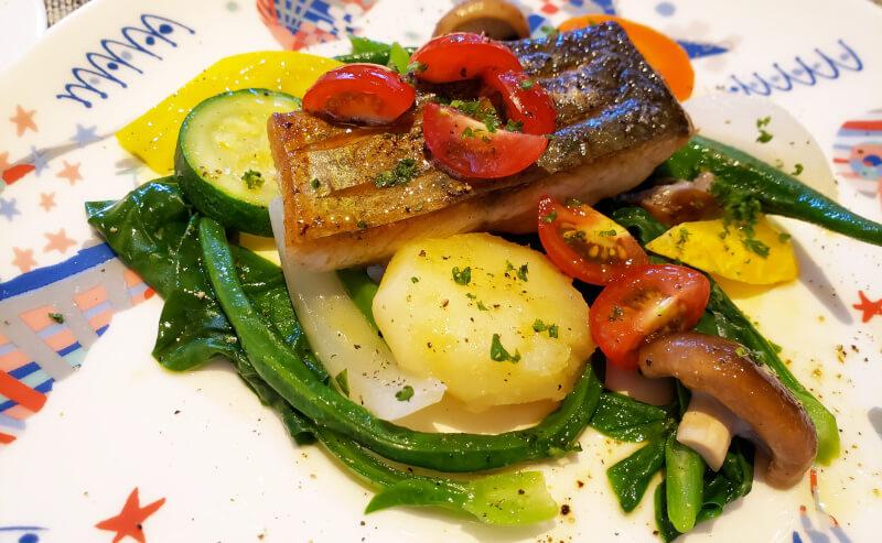 松江市春日町にあるビストロアゴウのコースランチのメイン料理のサワラのバターソテー