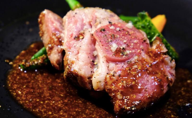 松江市にあるフランス料理居酒屋せるぽわのお肉料理