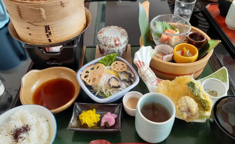 松江市殿町にあるサンラポーむらくも内のレストラン彩でランチ
