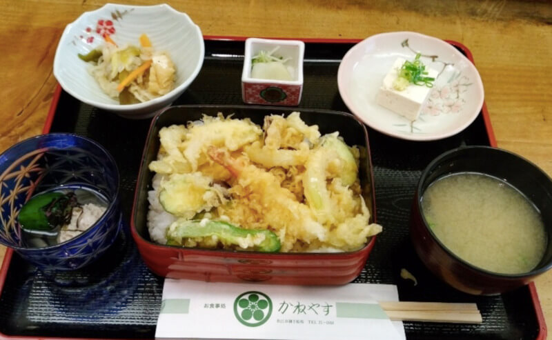 松江市御手船場にあるかねやす食堂のランチ