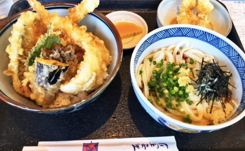 松江市田和山にある天霧の天丼とうどんの定食