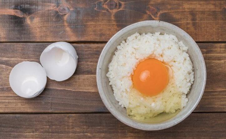 島根県松江市にあるやすもと醤油のくんせいしょうゆで卵掛けごはん