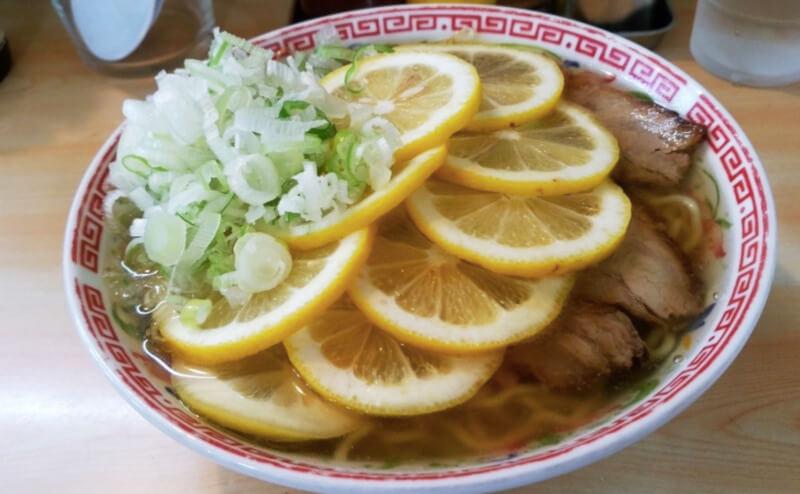 松江市上乃木にあるラーメン長さんのレモンラーメン